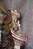 Ängelstaty på altaret i domkyrka av antagandet i Varazdin, Kroatien Royaltyfri Bild