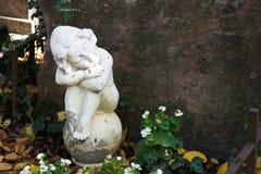 Ängelstaty på cementeryen Fotografering för Bildbyråer