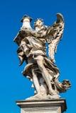Ängelstaty på den Ponte Sant `en Angelo i Rome Royaltyfri Bild