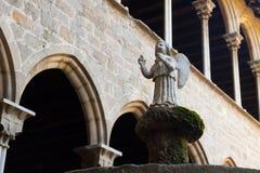 Ängelstaty på kloster av den Pedralbes kloster Arkivfoton
