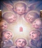 Änglar altartavla i basilikan av den sakrala hjärtan av Jesus i Zagreb fotografering för bildbyråer