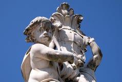 Änglar Fontana dei Putti på piazzadeien Miracoli i Pisa Arkivbilder
