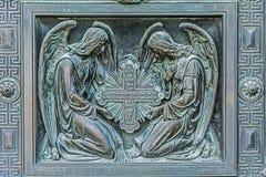 Änglar med korset Beståndsdel av dekorativa portar, Royaltyfri Foto