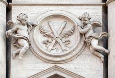 Änglar med symboler av martyrskap Fotografering för Bildbyråer