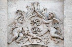 Änglar med symboler av martyrskap Royaltyfria Bilder