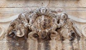 Änglar på husfasad i Dubrovnik Arkivfoton
