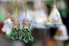 Änglar på julmarknaden Arkivfoto