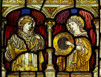 Änglar som gör musik (målat glass) Royaltyfria Foton