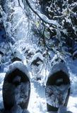 Änglar som täckas i utomhus- snö Arkivbilder