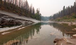 Ängliten vikklyfta på South Fork av den Flathead floden i det Bob Marshall Wilderness området i Montana USA Arkivbilder