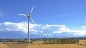 Äolische Windmühle im ländlichen Landschaftspanoramablick Stockbild