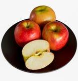 Äpfel auf dem Blackdish Stockbild
