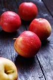 Äpfel auf Tabelle Lizenzfreie Stockfotografie