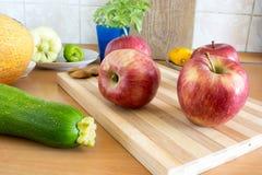 Äpfel in der Küche Lizenzfreie Stockfotografie