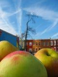 Äpfel in der Stadt Stockbild