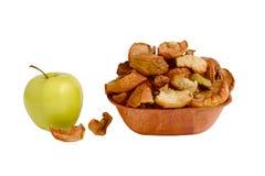 Äpfel getrocknet auf der Platte Stockfotos