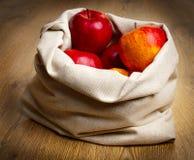 Äpfel im Sack Stockfotografie