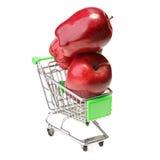 Äpfel im Warenkorb lokalisiert auf Weiß Lizenzfreie Stockbilder