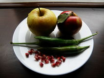 Äpfel, Pfeffer und Granatapfel stockbilder