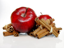 Äpfel u. Zimt Lizenzfreie Stockfotos