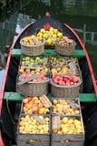 Äpfel und Birnen Stockbild