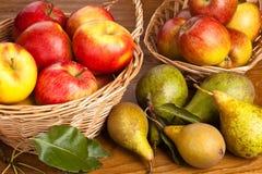 Äpfel und Birnen Lizenzfreie Stockbilder