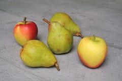 Äpfel und Birnen Lizenzfreies Stockfoto