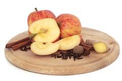 Äpfel und Gewürze stockfoto