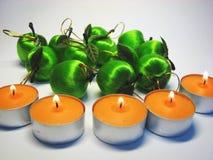 Äpfel und Kerzen 1 Stockbild