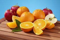 Äpfel und Orangen stockfotografie