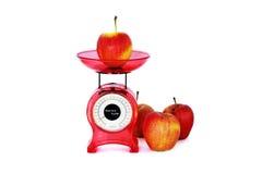 Äpfel und Skalen stockbilder