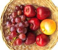 Äpfel und Trauben lizenzfreies stockfoto
