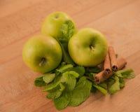 Äpfel und Zimt Stockbild
