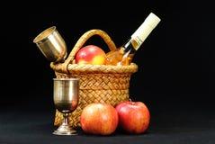 Äpfel, Weinglas und Flasche Lizenzfreies Stockfoto