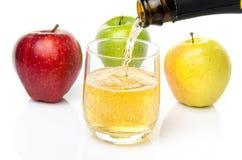 Äppeljuice med tre slag av äpplet fotografering för bildbyråer