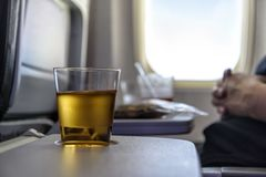 Äppelmust i ett flygplan Royaltyfri Foto