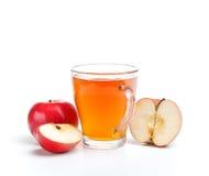 Äppelmust i exponeringsglas Arkivfoton