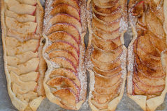 Äppelpaj med kanel och socker Fotografering för Bildbyråer