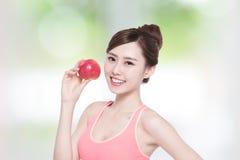 Äpple för leendekvinnahåll Fotografering för Bildbyråer