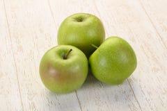 äpple - grönt moget arkivbilder