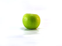 äpple - green isolerade arkivfoto