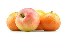 äpple isolerade apelsiner Royaltyfri Bild