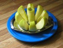 äpple kärnad ur platta Royaltyfri Foto