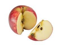 äpple klippt röd skiva Arkivbilder