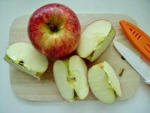 äpple klippt red fotografering för bildbyråer