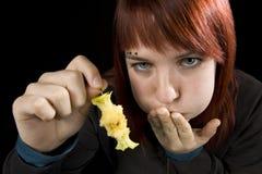 äpple som äter den fulla flickan Royaltyfri Fotografi