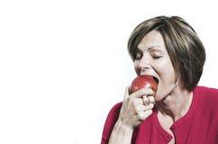 äpple som äter kvinnan Arkivfoto