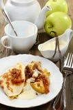 äpplen bakade pannkakasåsvanilj Royaltyfria Foton