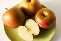 äpplen boskoop arkivbild