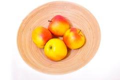 äpplen bowlar trä Royaltyfria Bilder